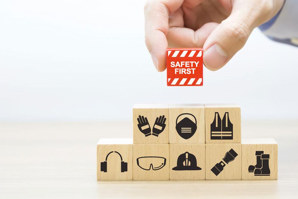 bloques-madera-apilados-iconos-seguridad